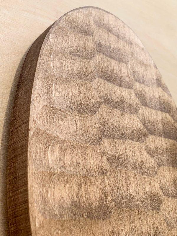 Trofæplade buk i lys moderne stil med egeløv