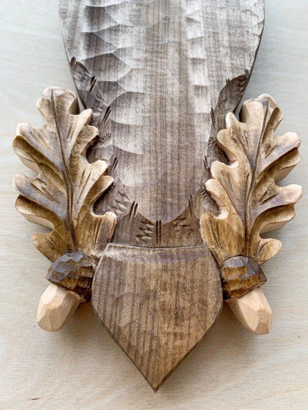 Trofæplade råbuk i lys stil med egeløv og agern