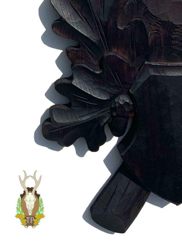 Trofæplade kronhjort i sort med håndlavet egeløv