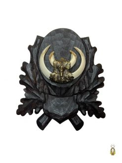 Vildsvineplade med Håndskåret egeløv dekoration og monteret vildsvinetænder