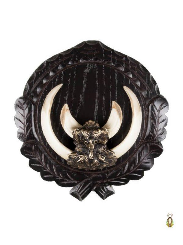 Vildsvineplader med flotte dekorationer monteret med egeløv med vildsvinehovedet